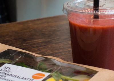 Sis-lohi-avocado-salaatti-3
